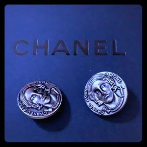 Authentic Chanel buttons !